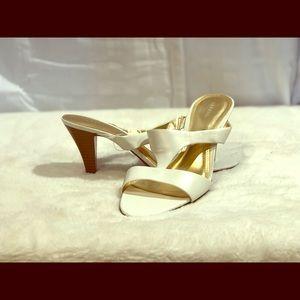 White 3 in heel.